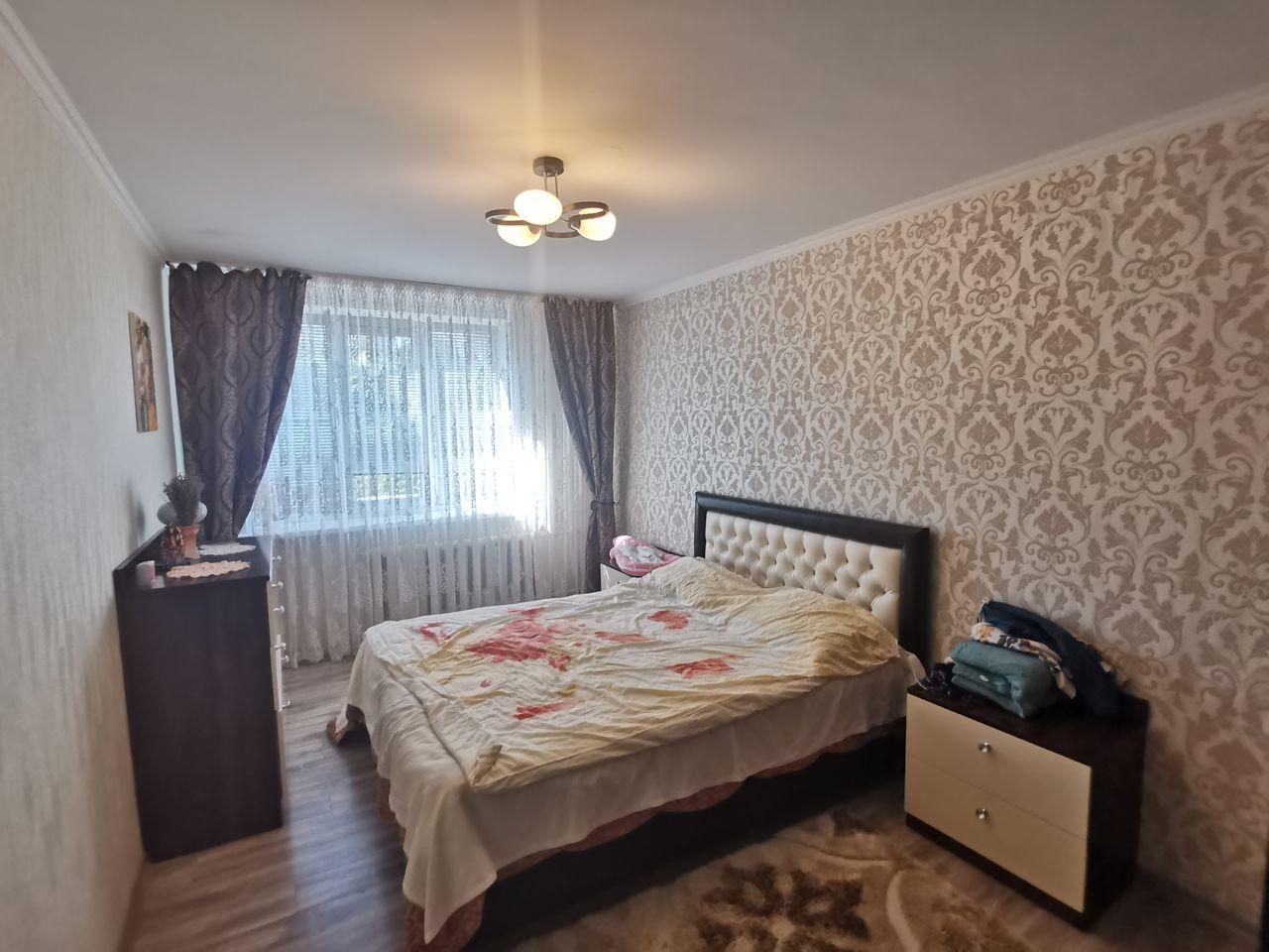 Apartament cu 3 camere, 73 m2, seria 102, Poșta Veche