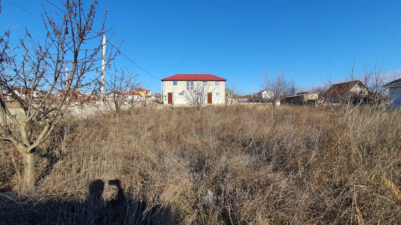 Teren 10 ari + casă de vacanță, mun. Chișinău